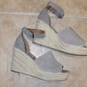STEVE MADDEN Gray Wedges with Straw Heels